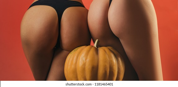 naked black hooters girls